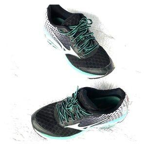 Mizuno running shoe